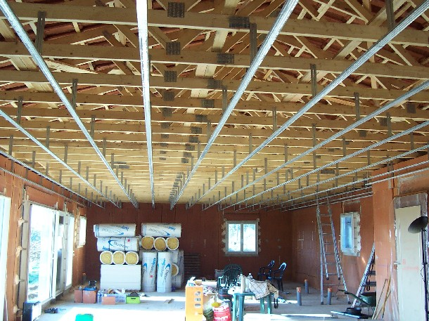 Le chantier for Plafond ossature bois